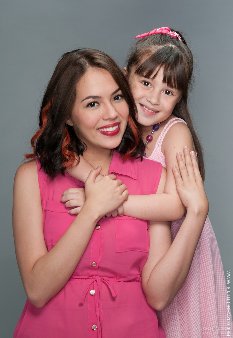 GLAM SHOTS: Julia Montes as Sara and Kara with Hannah and Becca